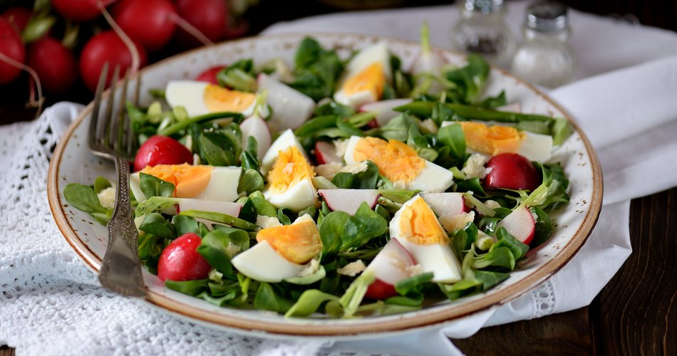 Tender spring salad with eggs